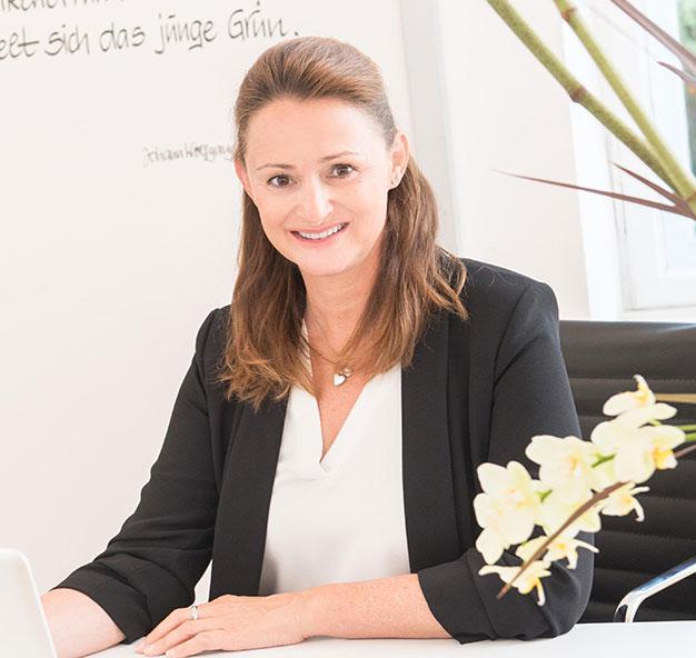 Dr-Annette-Felderhoff-Fischer-in-der-Praxis
