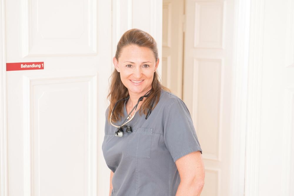 Chefin in der Praxis für Oralchirurgie von Dr. Annette Felderhoff-Fischer in München